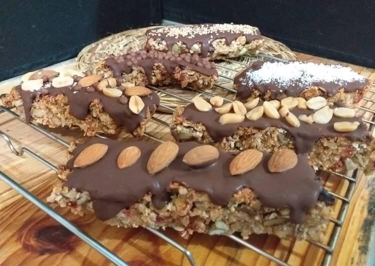 Barras de cereal bañado de chocolate y frutos secos Receta de Marisol  Melgarejo - Cookpad
