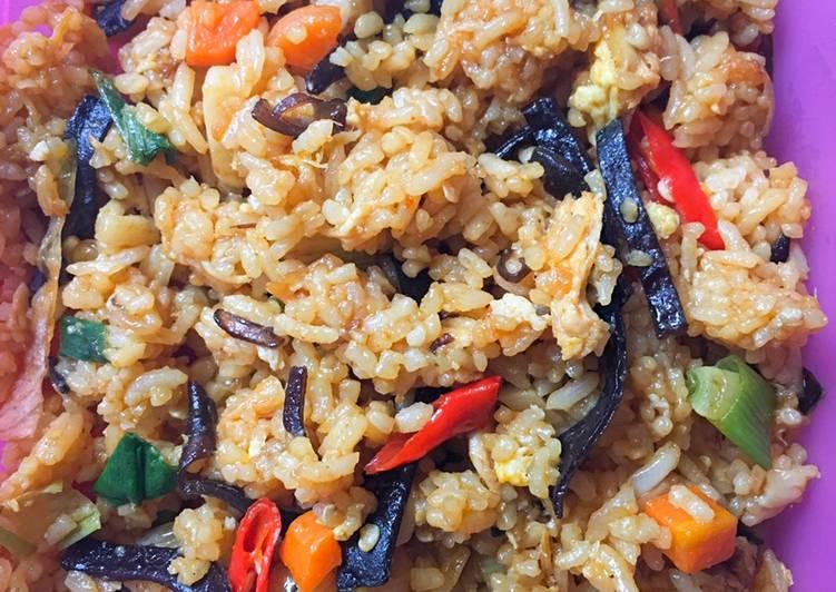 Nasi Goreng Ayam Jamur Kuping Spesial Bekal Sarapan
