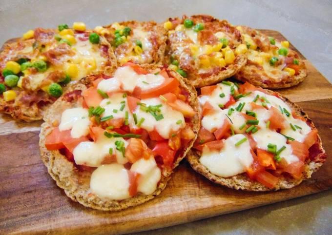 Recipe of Tasteful Parma Ham & Mozzarella Pitta Pizza's