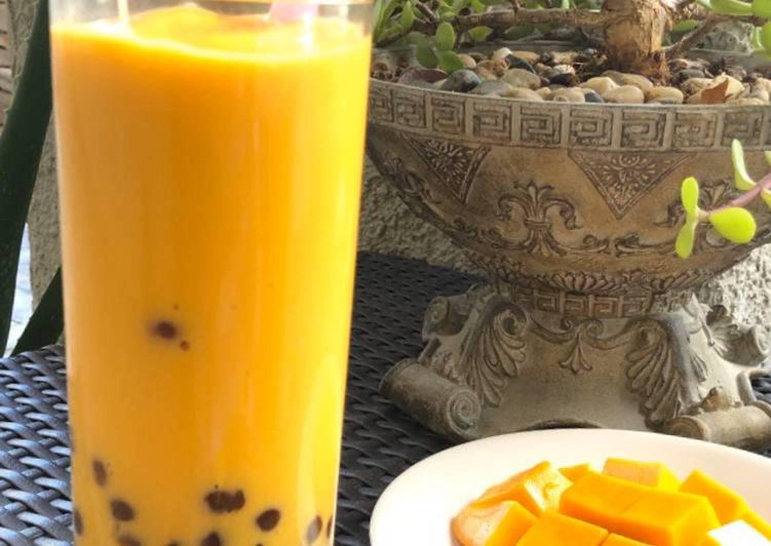 Mango Boba (Tapioca pearl) Smoothie