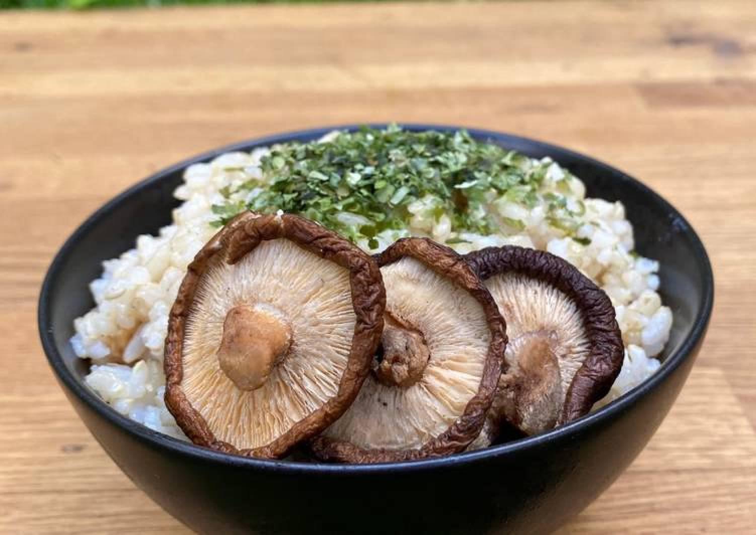 Brown Rice with Aonori Seaweed and Miso Mushrooms