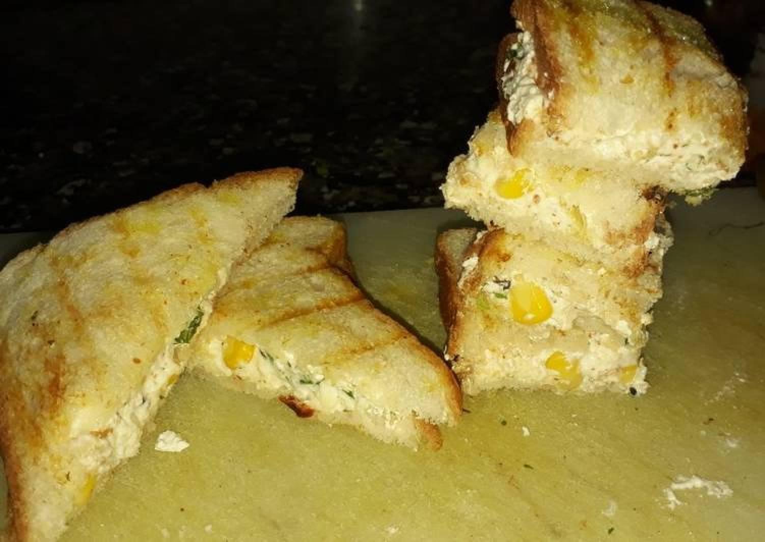 Curd paneer and corn sandwich