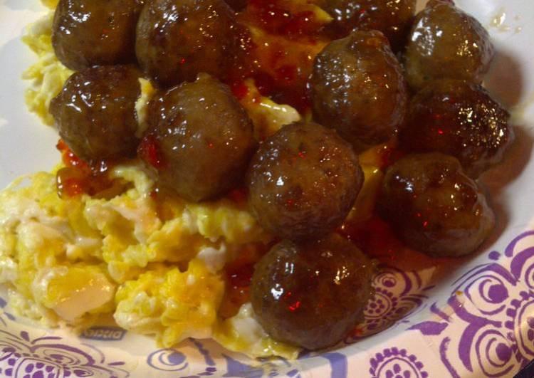 Spicy meatballs over eggs
