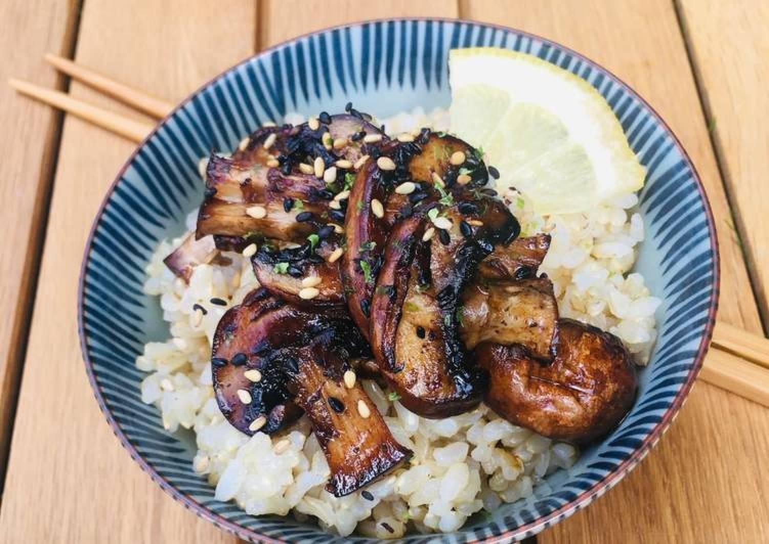 Ponzu Mushrooms and Brown Rice (bowl or onigiri)