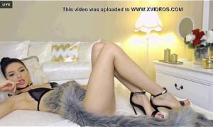 Euro Hot Cam Girl with Amazing Feet and High Heels   - combocams.com