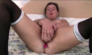 9652830 British granny loves a dildo up her ass