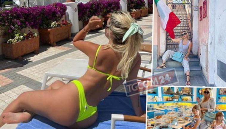 Wanda Nara in bikini a Capri, il panorama è mozzafiato