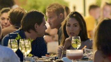 Giulia De Lellis a Portofino, aperitivo in piazzetta con il fidanzato Carlo e amici