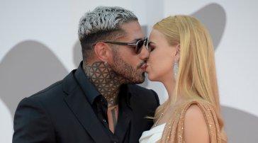 Lenticchio e Drusilla Gucci: la strana coppia ufficializza l'amore al Lido