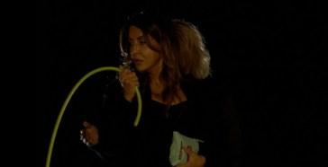"""Terrorizzata da un'esibizione a """"Tu Si Que Vales"""": Sabrina Ferilli frusta un concorrente"""