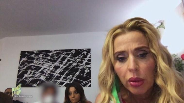 "Valeria Marini vittima di ""Scherzi a parte"": finisce per sponsorizzare una linea di sex toys"