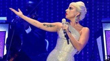 """Lady Gaga""""sfoggia"""" le sue origini sul palco: a unconcerto pronuncia perfettamenteuna parolaccia in italiano"""