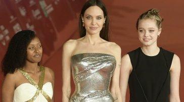 Angelina Jolie chiude la Festa del Cinema di Roma, sul red carpet con le figlie