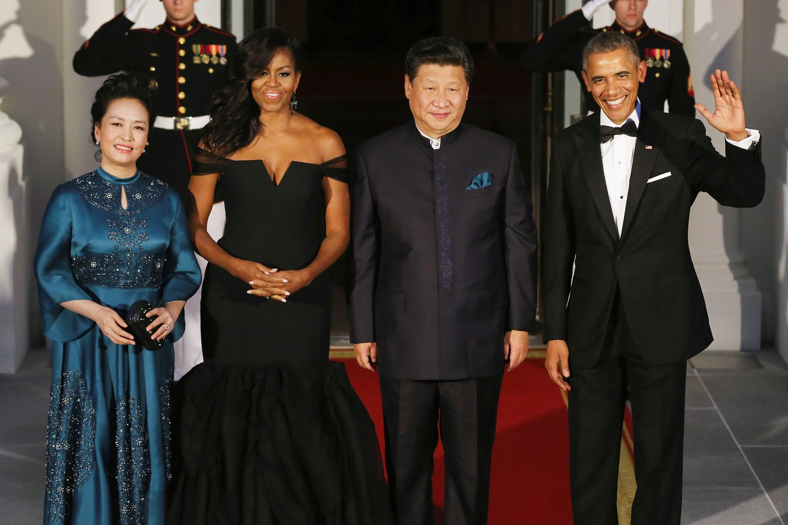 (L-R) Madame Peng Liyuan, U.S. First Lady Michelle Obama, Chinese President Xi Jinping and U.S. President Barack Obama pose for photographers on the North Portico ahead of a state dinner at the White House September 25, 2015 in Washington, DC. Obama and Xi announced an agreement on curbing climate change and an understanding on cyber security.