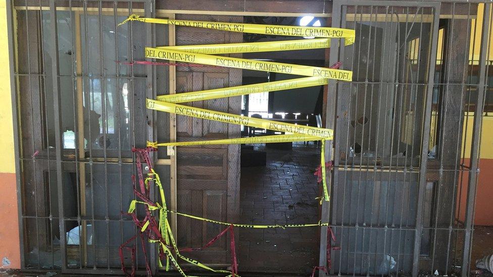 Entrada del rancho El Sol, en Tianhuato, Michoacán, donde ocurrió la ejecución extrajudicial de la que se le acusa a la Policía Federal.