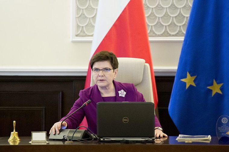Beata Szydło podczas prowadzenia obrad Rady Ministrów