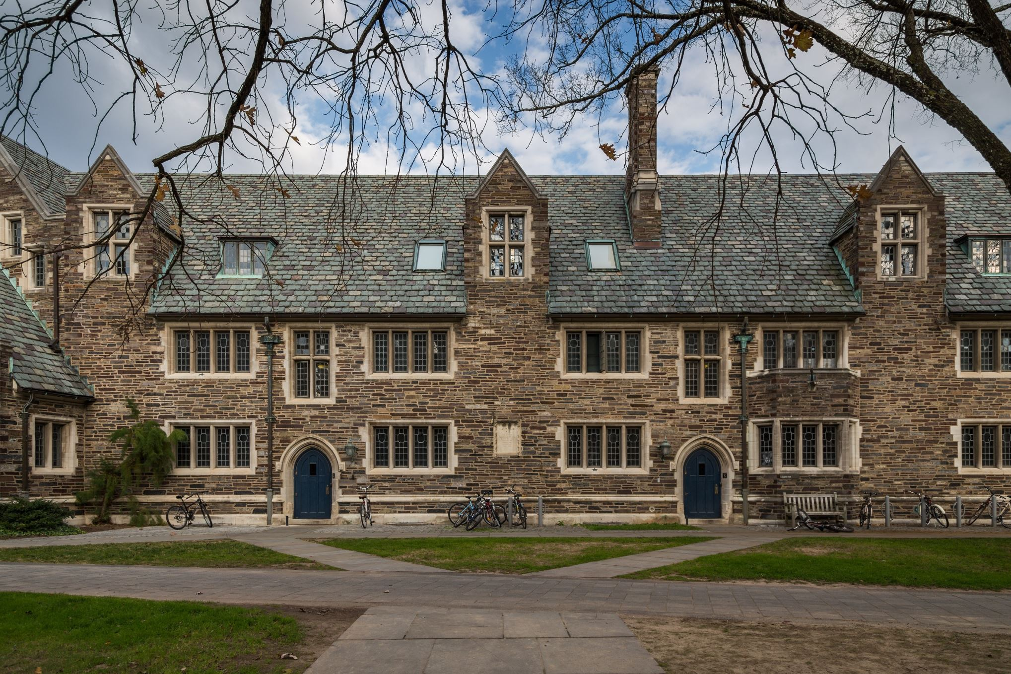 Διαφάνεια 32 από 41: Over the years, Princeton University has produced 14 billionaires. The university, which was founded in 1746, was originally named Elizabeth College of New Jersey. 150 years later, it was renamed to its current name. 14 of its graduates are billionaires currently.