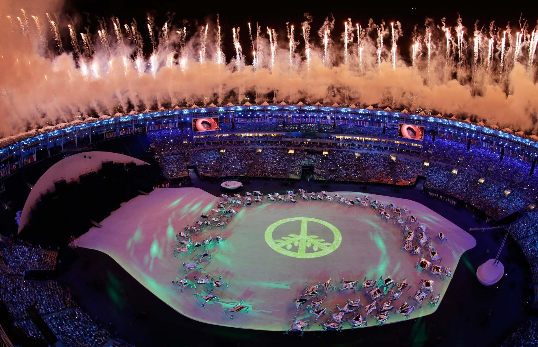 Foto aérea mostra festa no Maracanã