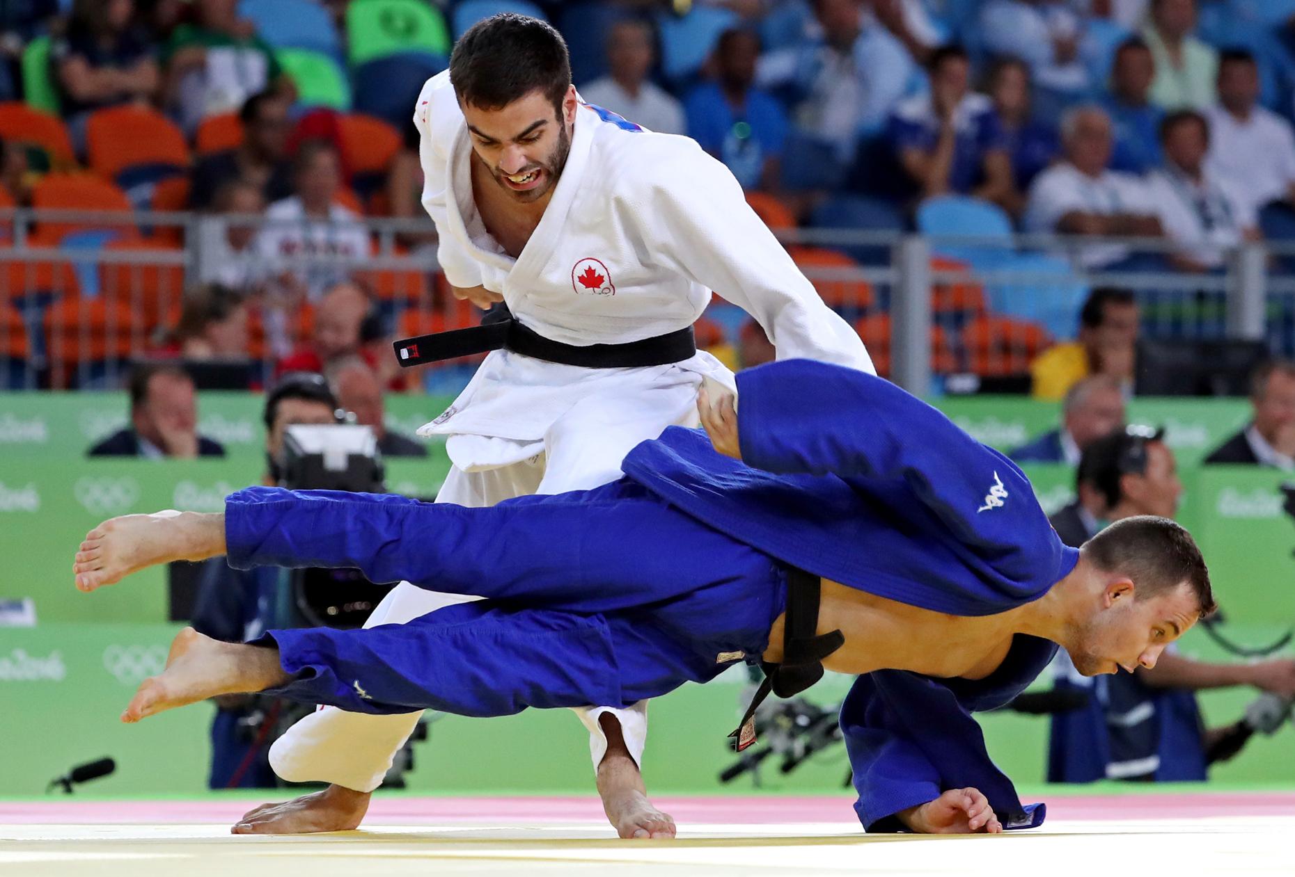 Le Canadien Antoine Bouchard contre le slovène Adrian Gomboc en quart-de-finale de la compétition de judo chez les 66 kg et moins, le 7 août à Rio. Bouchard a atteint le match pour la médaille de bronze mais s'est incliné lors de ce combat.
