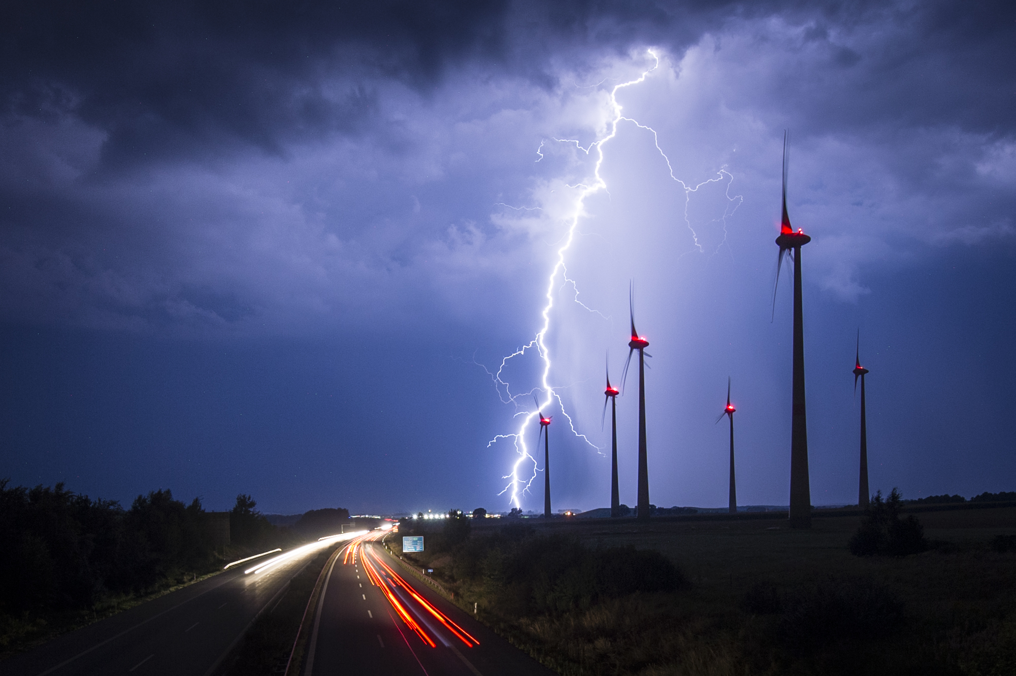 Слайд 78 из 86: GOERLITZ, GERMANY - AUGUST 28: Lightning strikes behind wind turbines during a thunderstorm near the border between Germany and Poland on August 28, 2016 in Goerlitz, Germany. After a hot weekend across Germany, the weather is cooling down. (Photo by Flo
