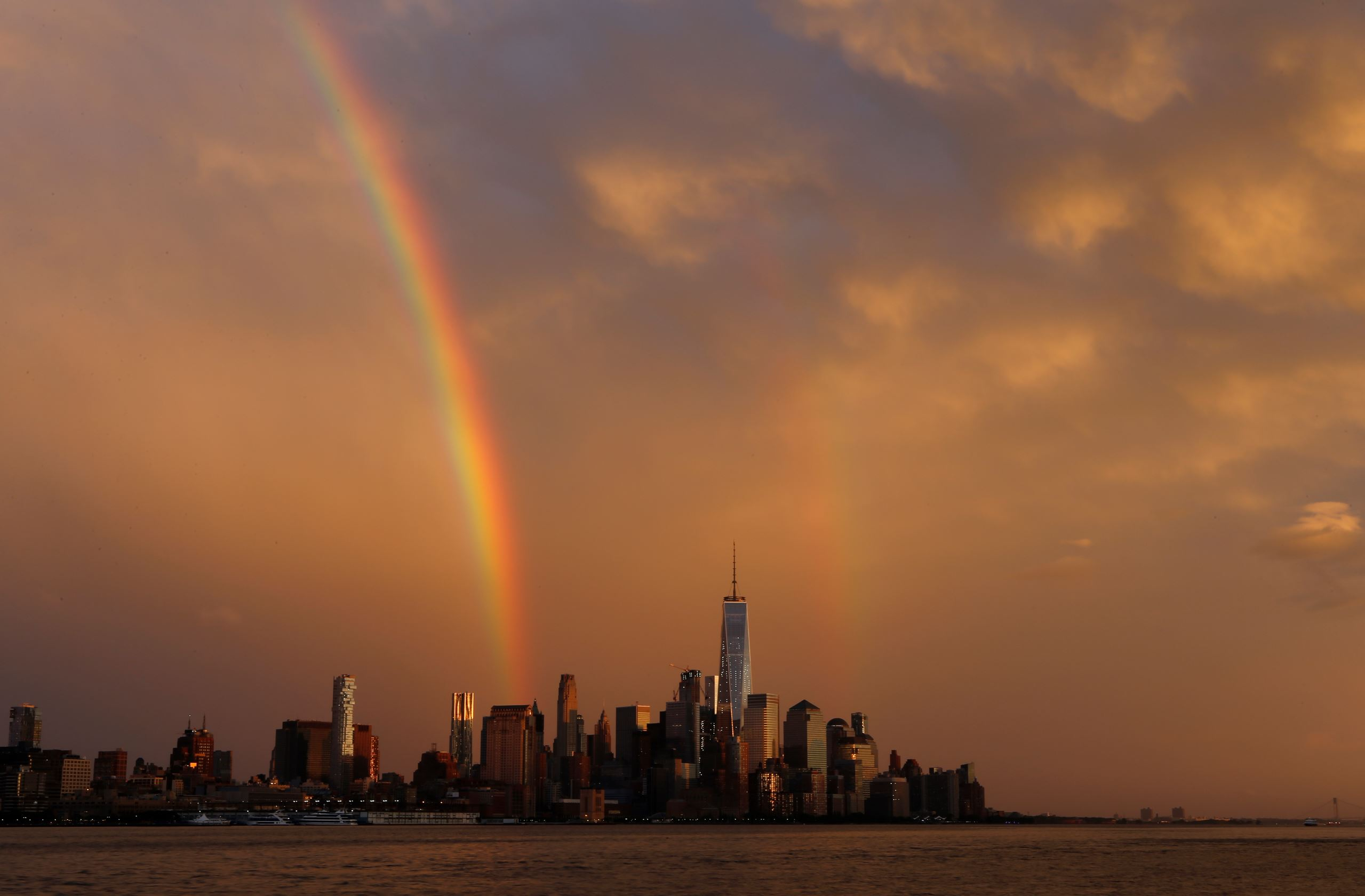 Слайд 52 из 86: NEW YORK, NY - June 5: Double rainbows appear at sunset over Lower Manhattan following a rain storm on June 5, 2016 in New York City. (Photo by Gary Hershorn/Getty Images)