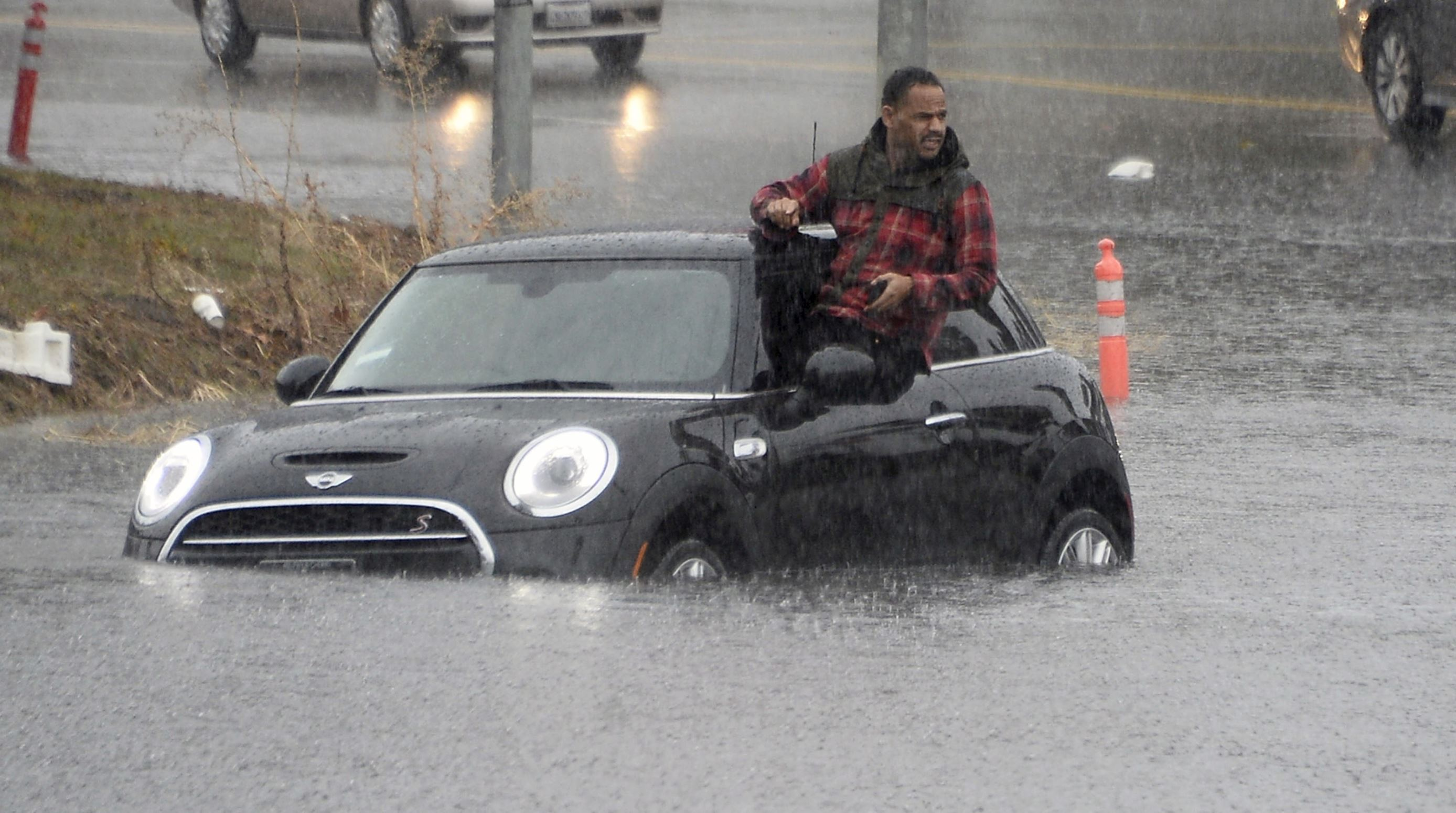 Слайд 4 из 86: A driver climbs out of a window of his car after driving onto a flooded road in Van Nuys, California January 5, 2016. An El Nino-strengthened storm brought widespread rain to drought-stricken California on Tuesday, triggering flooding that clogged roadways, and authorities warned residents about possible mud slides. REUTERS/Gene Blevins TPX IMAGES OF THE DAY ...