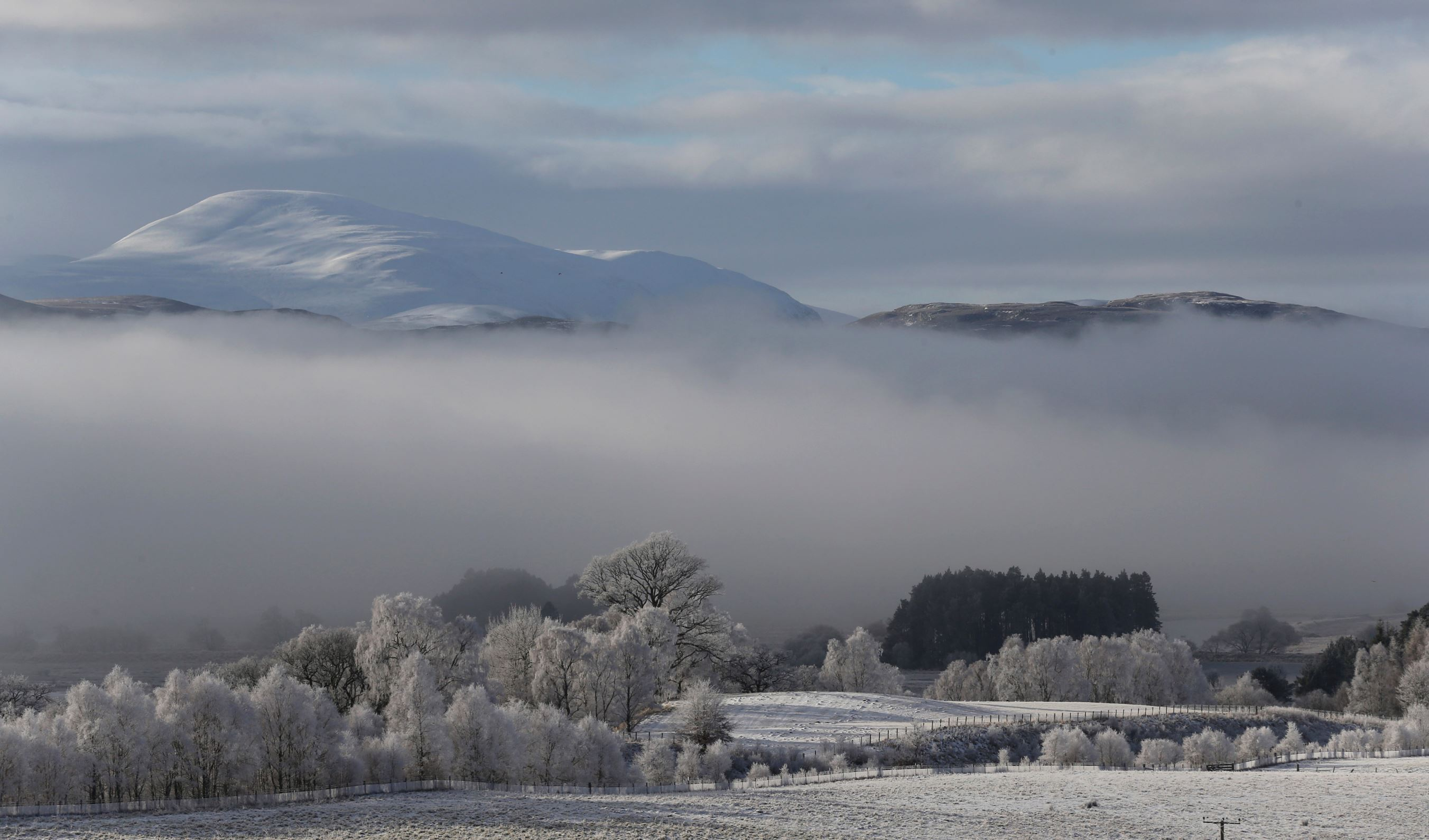 Слайд 21 из 86: Morning mist sits in the valley of the Spey River near Kincraig Scotland Britain, February 12, 2016. REUTERS/Russell Cheyne TPX IMAGES OF THE
