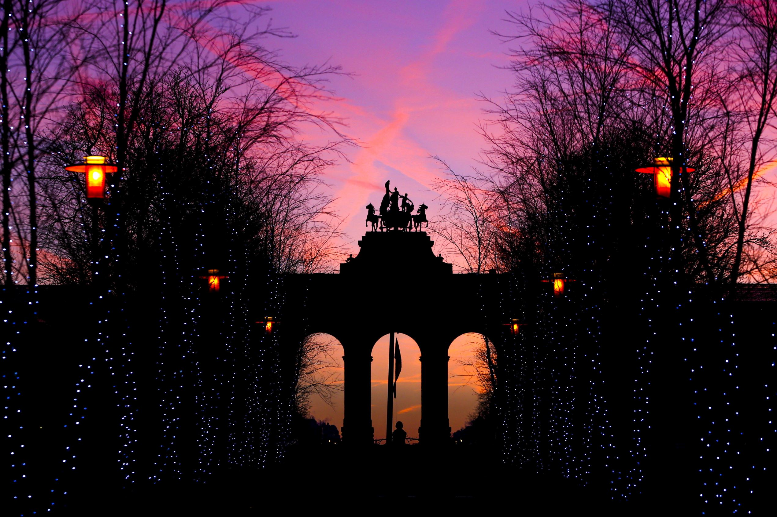 Слайд 10 из 86: The sun rises behind the Cinquantenaire arch, erected in 1905 to replace a temporary monument built to commemorate the fiftieth anniversary of Belgian independence, in Brussels, Belgium, January 18, 2016. REUTERS/Yves Herman TPX IMAGES OF THE DAY ...