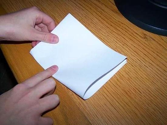 Standart bir A4 kağıdı 7 kereden fazla katlayamazınız. Eğer imkan olsaydı ve 42 kere katlayabilseydiniz Dünyadan Ay'a ulaşan bir kalınlığa sahip olurdu