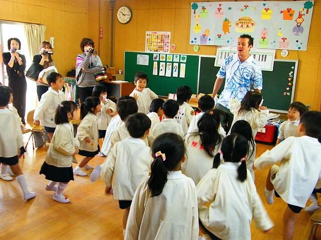Eğitim sistemi çalışkanlık, bireyin kendisini sorgulaması ve düzenli çalışma alışkanlıklarının edinilmesinin gerekliliği üzerine kurulmuştur.