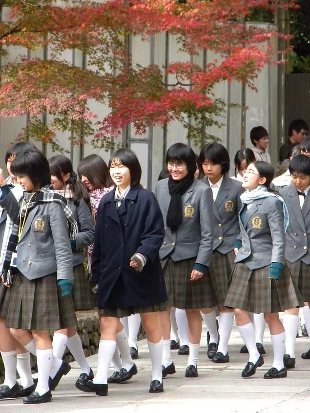 Japonya'da okul yılı , 1 Nisan'da başlar ve 31 Mart'ta biter.