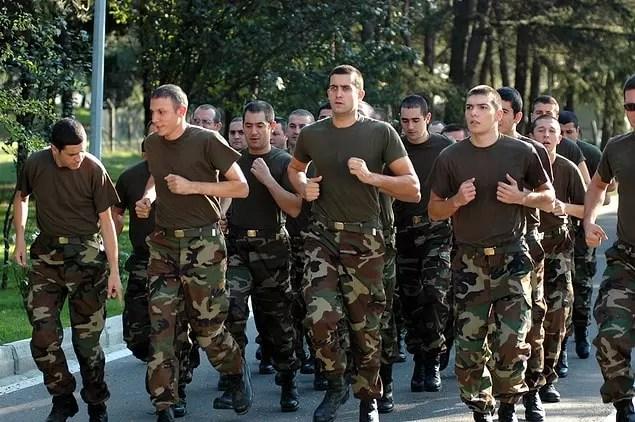 Hababam Sınıfı Askerde (IMDb Puanı: 2,9)