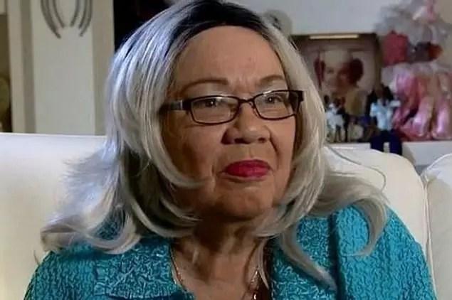 Texas'lı bir kadın 1940'larda siyahi bir aile tarafından evlat edinilmişti. Bu kadın kendisinin beyaz olduğunu 2013'te evlatlık belgelerini bulunca fark etti.