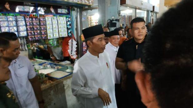 Jokowi Kunjungi Pasar di Lamongan, Jawa Timur (foto: Fakhri/Okezone)
