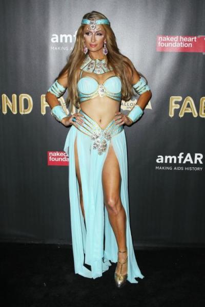 Mantan atasan Kim Kardashian ini juga tak ketinggalan dari daftar selebriti yang pernah berdandan ala Putri Jasmine.