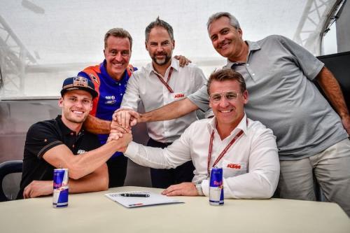 Brad Binder bisa saja dinaikkan ke KTM Red Bull (Foto: Speedweek)