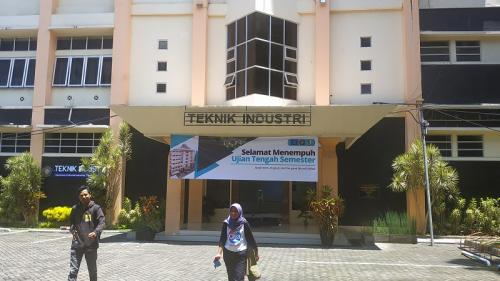 Gedung Jurusan Teknik Industri, Fakultas Teknik, Universitas Brawijaya. (Foto : Okezone.com/Avirista Midaada)