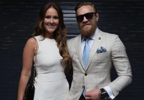 Conor McGregor sangat setia dengan Dee Devlin (Foto: Instagram/@TheNotoriousMMA)