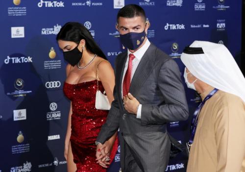 Georgina Rodriguez dan Cristiano Ronaldo (Foto: The Sun)