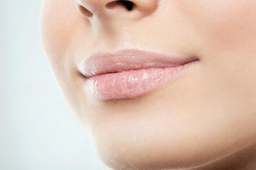10 cara mengatasi bibir kering