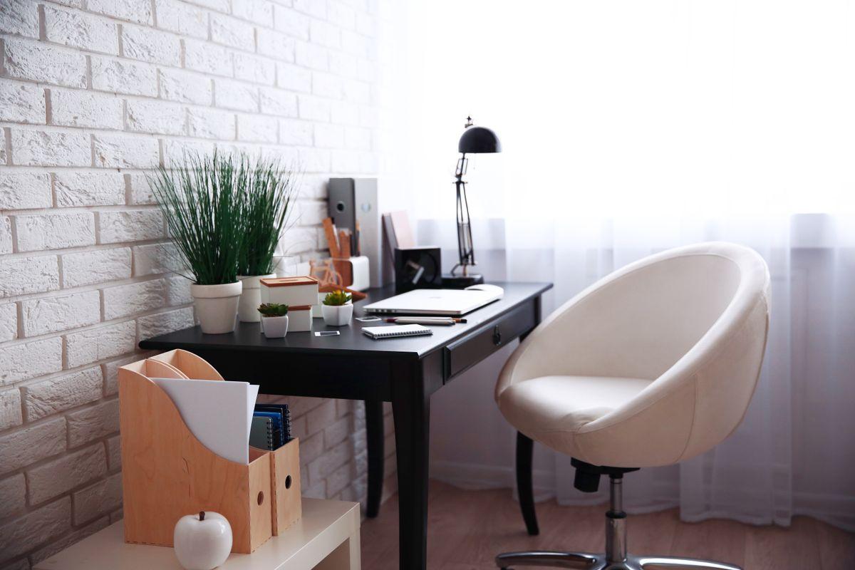 Dividete l'ambiente con una libreria. Come Arredo L Ufficio In Casa 10 Idee Per Te Hundredrooms