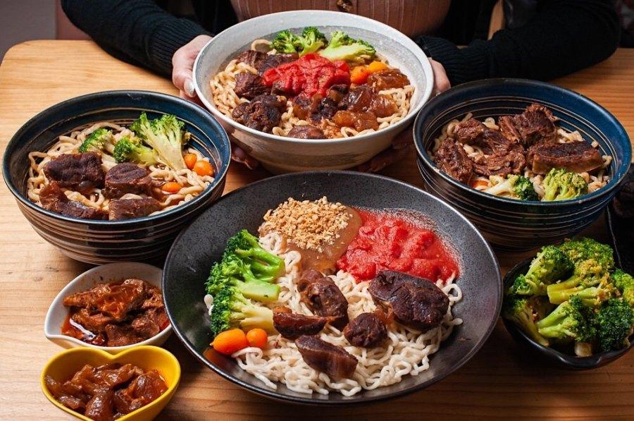 (台南美食/北區)台南牛肉麵人氣王《黑炫瘋乖乖牛肉麵》湯鮮味濃肉大塊,台南牛肉麵推薦。