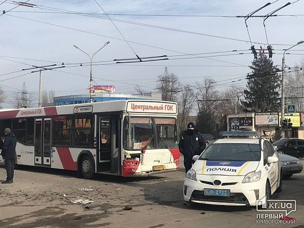 ДТП в Кривом Роге: автобус ЦГОКа и ВАЗ столкнулись на ...