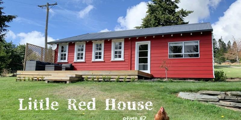 【紐西蘭住宿】Oamaru附近民宿Little Red School House,免費餵羊、騎馬,體驗農場生活,親子住宿首推
