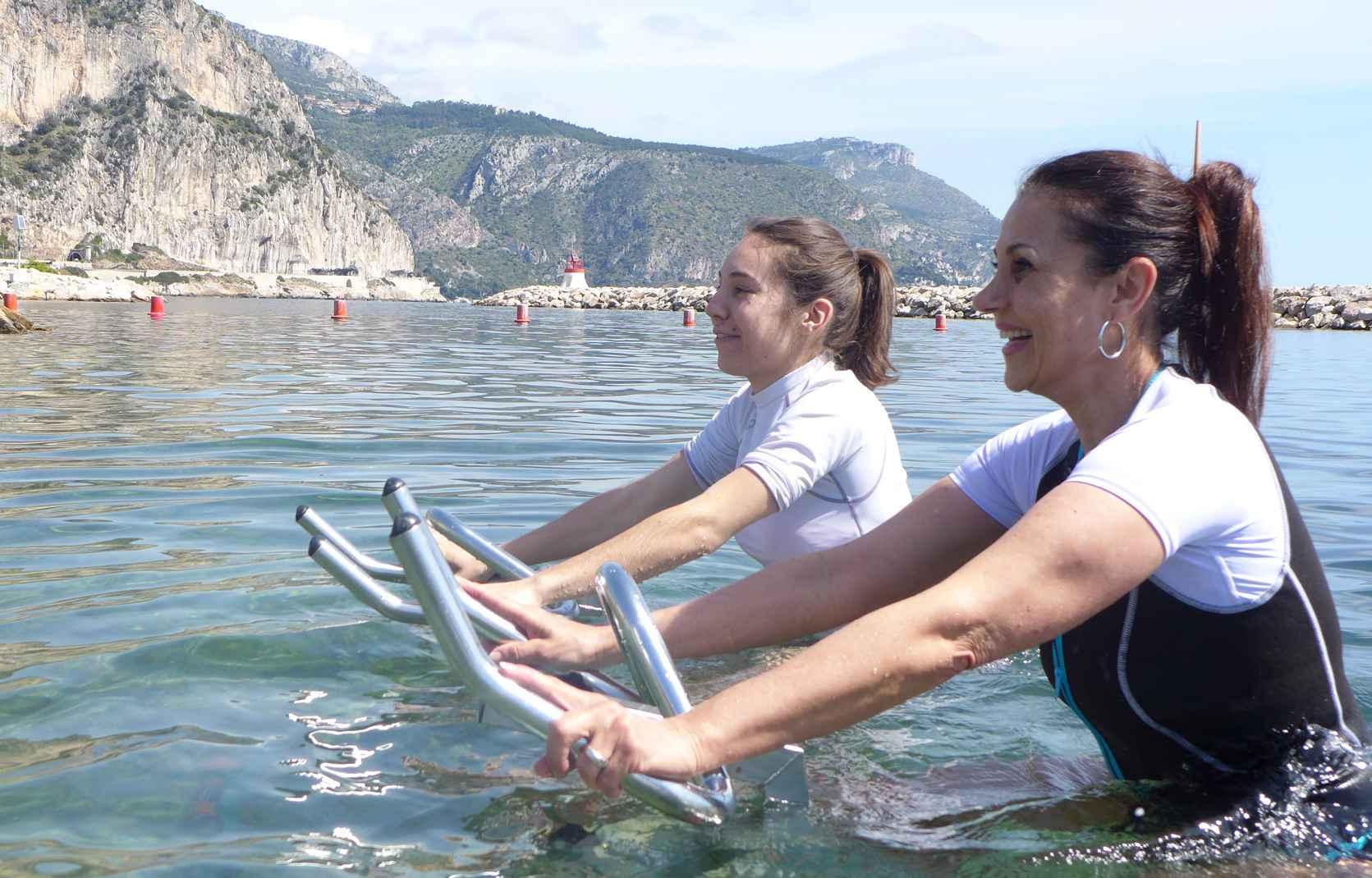 L'aquabike en Méditerranée se pratique toute l'année, même l'hiver.