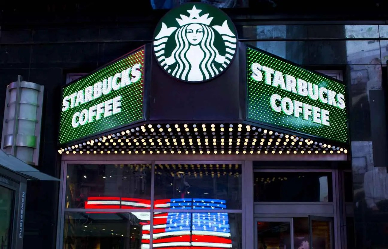https://i1.wp.com/img.20mn.fr/6wutPH1eT5yJLaPxvl1wnw/2048x1536-fit_starbucks-coffee-time-square-new-york.jpg