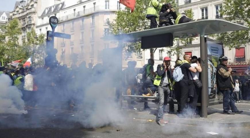 """Résultat de recherche d'images pour """"1 er Mai : violences à Paris, au moins 200 """"gilets jaunes"""" ont tenté de s'introduire dans un commissariat de Besançon"""""""