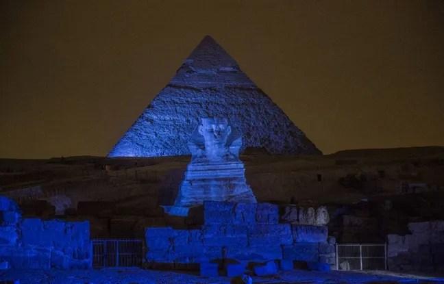 Le Sphinx devant la pyramide de Khéphren.