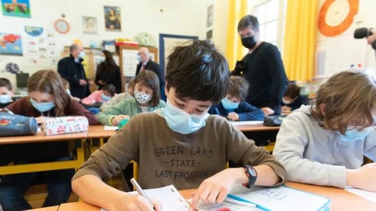 Pour 79% des Français, les enseignants doivent être vaccinés en priorité
