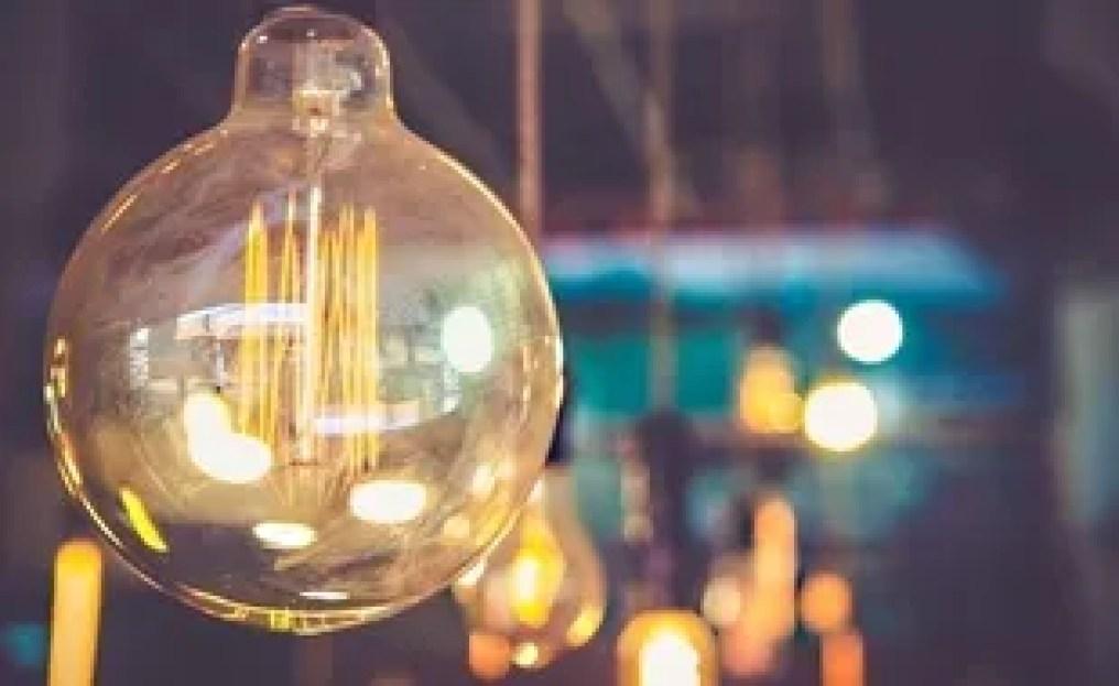 L'électricité, présente naturellement, a été peu à peu domestiquée.
